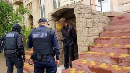 У Франківську чоловік відкрив стрілянину на вулиці після сварки в магазині: фото та відео