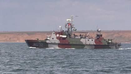 Кораблі ООС в Азовському морі вчилися знищувати противника: потужні фото і відео