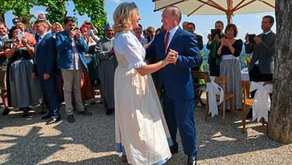 Ексочільниця МЗС Австрії Кнайссль почала писати для пропаганди: вона танцювала з Путіним