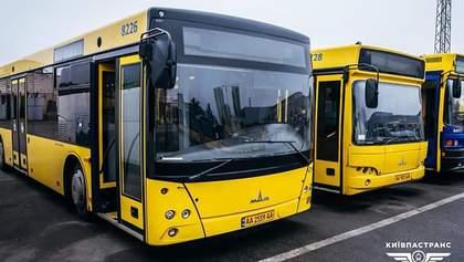 У Києві побільшає рейсів громадського транспорту за спецперепустками: схеми маршрутів