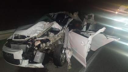 На трасі Київ – Одеса зіштовхнулися легковик та вантажівка, є загиблі: фото