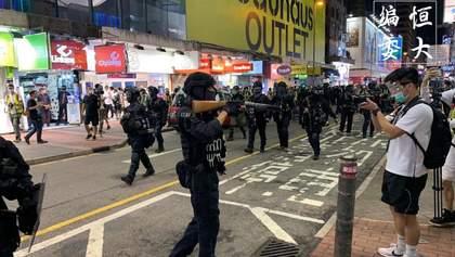 Сльозогінний газ і ґумові кулі: у Гонконзі поновилися криваві антиурядові протести, є поранені