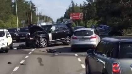 Аварія в елітній Конча-Заспі: зіткнулися Lexus та Range Rover – фото і відео