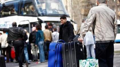 Украинцы уже ищут любую возможность выехать за границу, – эксперт