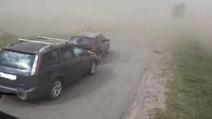 Прикарпаття охопила потужна пилова буря: трапилася ДТП – фото, відео