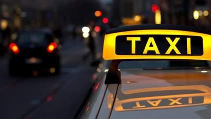 Таксистам разрешили ездить по полосам общественного транспорта: новое решение правительства