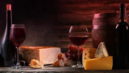 З яким сортом вина їсти різні види сирів: інфографіка