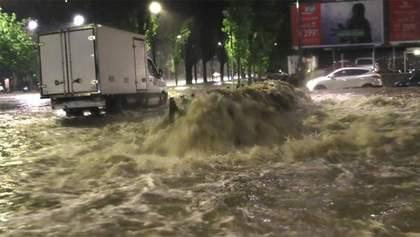 Мілан мало не пішов під воду: потужні зливи спричинили повінь в італійському місті – фото, відео