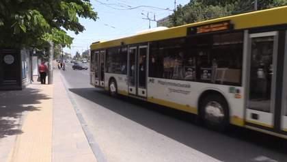 Кондуктора избили, а мамы с детьми плачут: как живется без общественного транспорта в Мариуполе