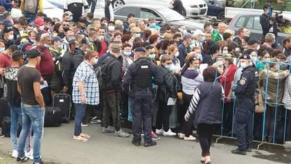 Километровые очереди образовались на границе Румынии: шокирующие фото, видео