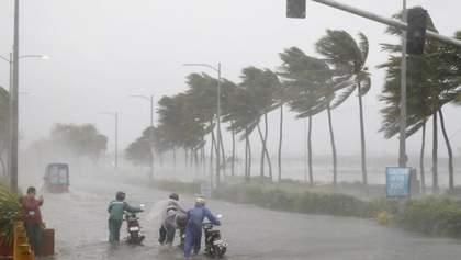 Циклон Амфан накрив Індію та Бангладеш: зруйновані будинки, багато жертв – фото, відео
