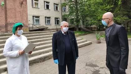 """Яценюк вместе с чиновниками ездил на Буковину: """"Слуги народа"""" просят Шмыгаля объяснить это"""