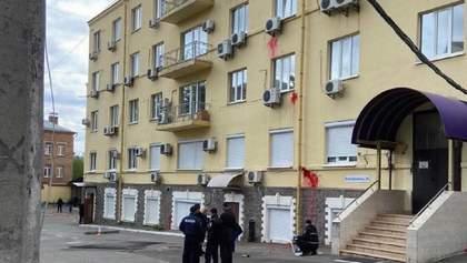 Столкновения возле офиса Медведчука в Киеве: полиция отрицает взрыв, – фото, видео