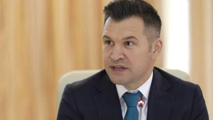 Без штанів: міністр спорту Румунії зганьбився в прямому ефірі – відео