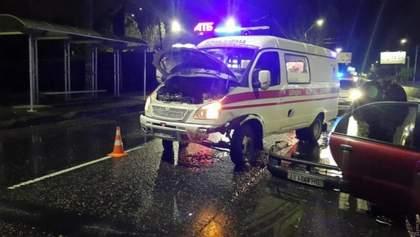 """В Одесі автомобіль влетів у """"швидку"""", яка приїхала за викликом на місце ДТП: фото"""