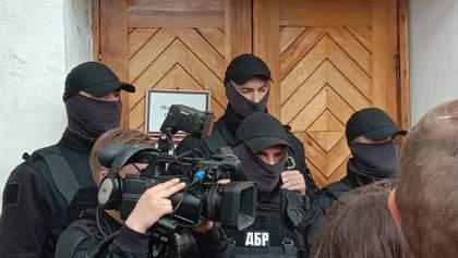 ДБР про штурм музею Гончара: Прийшли вручити повістку, адміністрація перешкоджала