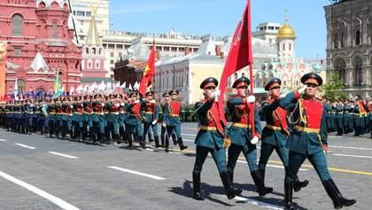 Сохраняйте дистанцию, а мы сделаем парад: зачем это Путину?