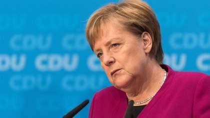 Меркель выступила за сохранение санкций против России