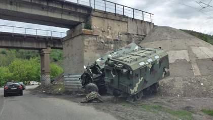 На Харьковщине произошло ДТП с участием военной техники: есть пострадавшие – фото