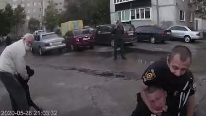 Стрілянина через собаку і відлупцьований повідком поліцейський: деталі й відео бійки у Вараші