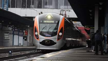 Первые поезда отправились в Украину после карантина – фото и видео