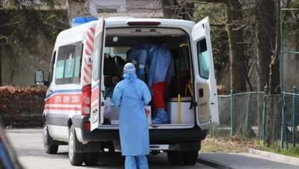 В Киеве из окна медучреждения, где лечат коронавирус, выпала санитарка – фото