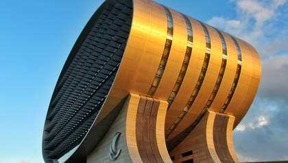 Гигантский эллипс: монументальное сооружение коммерческого банка Маврикия – фото