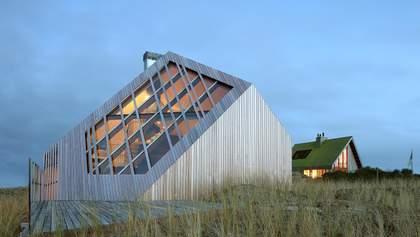 Дерев'яний алмаз в дюнах: фото незвичного будинку, який затонув у піску на острові – фото