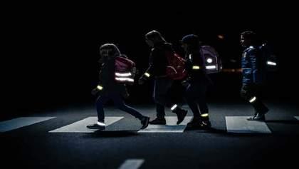 Пешеходов и водителей могут штрафовать за отсутствие светоотражателей в темное время суток