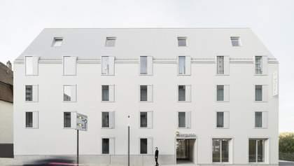 Готель-трапеція за п'ять днів у Німеччині: як виглядає екобудинок, який монтували на місці