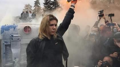 Піротехніка і спроба самоспалення: у Києві та Львові пройшли мітинги за відставку Авакова – фото