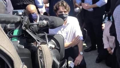 Трюдо схилив коліно в пам'ять про загиблого Флойда разом з протестувальниками: відео
