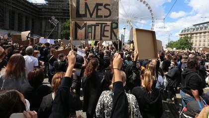 В Брюсселе протест против расизма завершился массовым побоищем: фото и видео