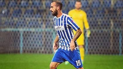 В Черногории футболист забил роскошный гол с центра поля, перебросив мяч через вратаря: видео