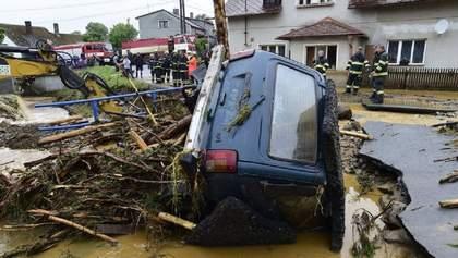 В Чехии из-за ливня затопило несколько сел: погибла женщина – фото, видео
