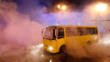 Часы ожидания и потерянная работа: в Мариуполе транспортный коллапс