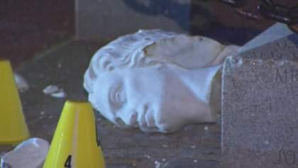 Відірвали голову Колумбові: мітингувальники в США розтрощили статую – фото, відео