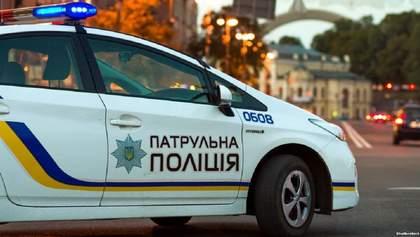 Полиция перекрыла подъезд к СБУ, где должны вручить подозрение Стерненко: видео