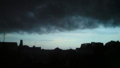 Смерч в оккупированной Макеевке: шквальный ветер сносил крыши домов – видео