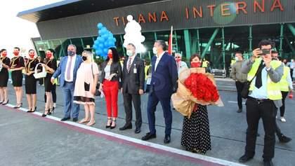 Албанія першою в Європі відновила подорожі: перших туристів зустріли з урочистостями – фото