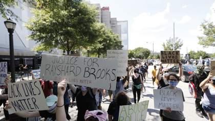 Поліція у США знову вбила афроамериканця: люди вийшли на протести – відео 18+