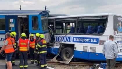 В Чехии поезд протаранил пассажирский автобус: много раненых – фото с места аварии