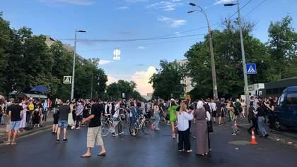 Суд у справі Стерненка: активісти перекрили вулицю – фото, відео