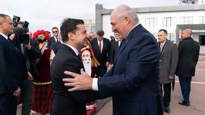 Лукашенко подарував Зеленському вишиванку і запросив до Білорусі: фото