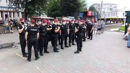 Поліція почала службове розслідування через затримання активістів під Офісом Президента