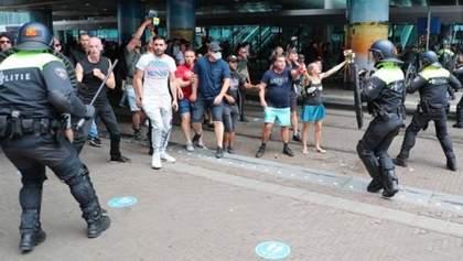 Антикарантинні протести у Гаазі: 400 осіб затримано, поліція застосувала водомети – фото, відео