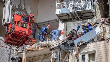 Разобрать завалы дома на Позняках планируют к вечеру, – Геращенко
