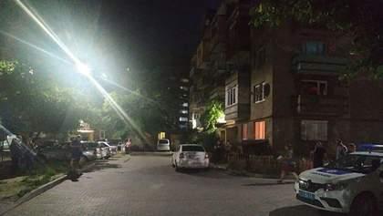 Стрельба в Мукачево возле жилого дома: неизвестные открыли огонь из автомата – видео