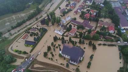 Масштабний потоп: сусіди України йдуть під воду через зливи та негоду – відео, фото