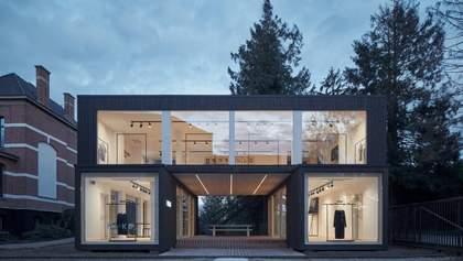 Закритий простір з великими вікнами: мобільний шоурум з Бельгії – фото